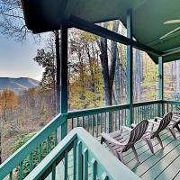 Private Mountain-View Home Near Skiing, Golf, Lake home, hotel in Waynesville