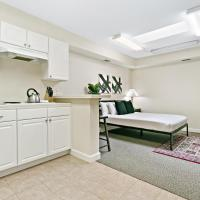 Highland Park's Getaway Studio Apartment H, hotel in Highland Park