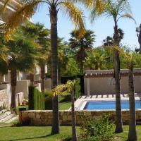 Modern Apartment with Swimming Pool in Pego, hotel en Pego