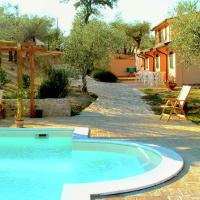 Farmhouse in Giano dell'Umbria with Jacuzzi, Swimming Pool, hotel a Giano dell'Umbria