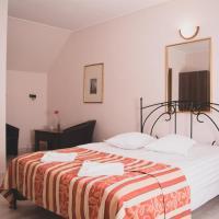 Pensiunea Castle, hotel in Timisul de Jos