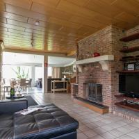 Detached holiday home with sauna, open fireplace, and great view, hotel in Magoster