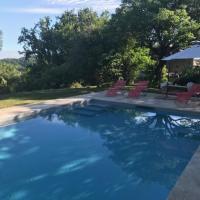 Holiday Home in Montaigu-de-Quercy with Swimming Pool, hotel di Montaigu-de-Quercy