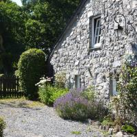 Cozy Cottage in Han-sur-Lesse with Forest Nearby, hotel in Han-sur-Lesse