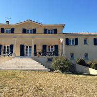 Chic Villa in Montaigu-de-Quercy With Swimming Pool, Hotel in Montaigu-de-Quercy