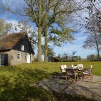 Cozy Holiday Home in Drimmelen with Lake View, hotel in Hooge Zwaluwe