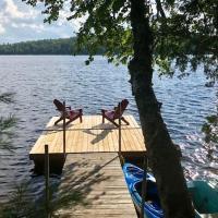 """Chalet """"Ici et maintenant, sur le lac"""", hotel em Sainte-Marguerite"""