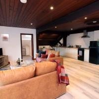 Church Heights by StayBC, hotel in Pontypool