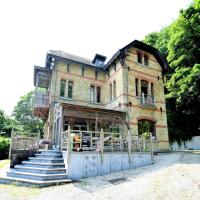 Beautiful Mansion in Flobecq with Jacuzzi, hotel in Flobecq
