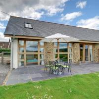 Modern holiday home in Umberleigh with river nearby, hotel in Umberleigh Bridge