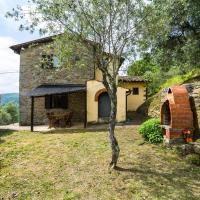 Quaint Holiday Home in Pescia with Pool, hotel a Uzzano