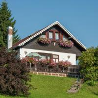 Serene Holiday Home in Altenfeld with Private Terrace, hótel í Altenfeld