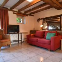 Holiday Home in Saizy with Patio,Fenced Garden, BBQ, Heating, hotel in Vignol