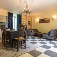 Heritage Cottage in Chaleix with garden, hotel in Chalais