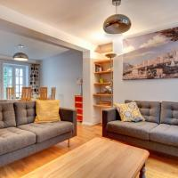 Cozy Holiday Home in Brighton with Patio