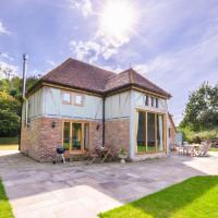 Charming Holiday home in Three Oaks with Private Terrace