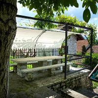 Vintage Cottage in Ponte nelle Alpi with Garden, hotel di Ponte nell'Alpi