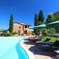 Pleasing Farmhouse in Montalcino with Swimming Pool, hotel a San Giovanni d'Asso