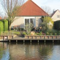 Detached bungalow with dishwasher, at the water