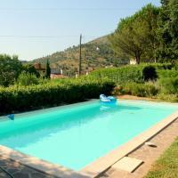 Cozy Cottage in Lucca with Swimming Pool, hotell i Santa Maria del Giudice