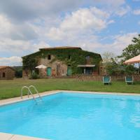 Scenic Farmhouse with Swimming Pool by Forest in Sorano