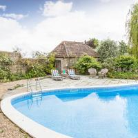 Long Sutton Villa Sleeps 13 with Pool