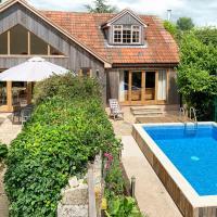 Long Sutton Villa Sleeps 18 with Pool
