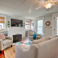 Charming Cottage about 5 Mi to Narragansett Beach!, hotel in Narragansett