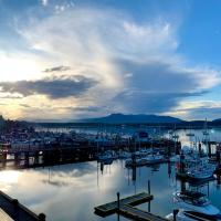 Oceanfront Suites at Cowichan Bay, hotel em Cowichan Bay