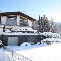 Charming Apartment in Untertauern near Ski Bus Stop, hotel in Untertauern