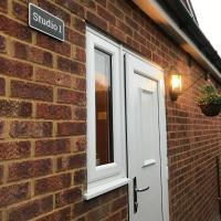 Studio-1-Staines/Heathrow/London-own entrance