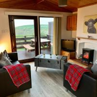 Lodge Cabin with Fabulous Views - Farm Holiday