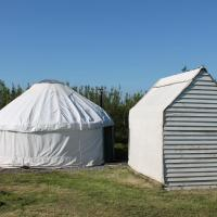Mill Haven Place glamping yurt 3, hotel in Haverfordwest