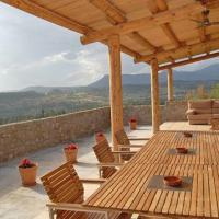 Gironella Villa Sleeps 7 with Pool, hotel en Gironella