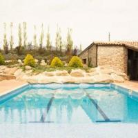 Gironella Villa Sleeps 18 with Pool, hotel en Gironella