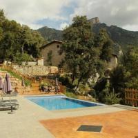 Villa in la Nou de Bergueda Sleeps 4 with Pool, hotel en La Nou