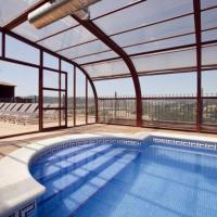 Gironella Villa Sleeps 17 with Pool, hotel en Gironella