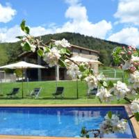 Ripoll Villa Sleeps 14 with Pool, hotel en Ripoll