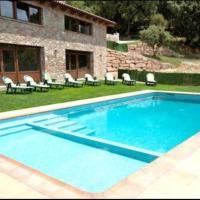 Santa Maria d'Olo Villa Sleeps 18 with Pool, hotel en Santa María de Oló