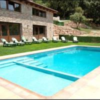 Santa Maria d'Olo Villa Sleeps 18 with Pool