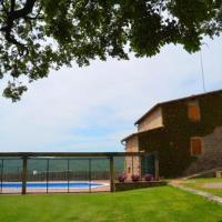 Gironella Villa Sleeps 15 with Pool, hotel en Gironella