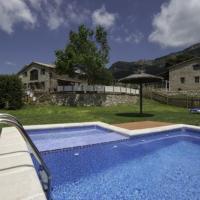 Castellar del Riu Villa Sleeps 26 with Pool, hotel in Castellar del Riu