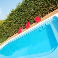 Santa Creu dels Juglars Villa Sleeps 8 with Pool, отель в городе Santa Greu del Jutglar