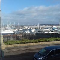 Marina View lovely upper 3 bedroom apartment