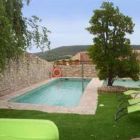 La Llacuna Villa Sleeps 4 with Pool, hotel en La Llacuna