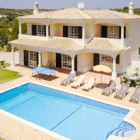 Villa in Guia Sleeps 7 with Pool Air Con and WiFi
