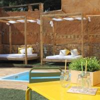 Can Trabal Villa Sleeps 10 with Pool and Air Con, hotel en Can Trabal