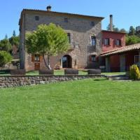 Olost Villa Sleeps 16 with Pool, hotel en Olost