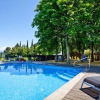 Perafita Villa Sleeps 32 with Pool and Air Con, hotel en Perafita