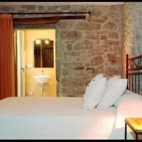 Villa in Perafita Sleeps 4 with Pool and Air Con, hotel en Perafita